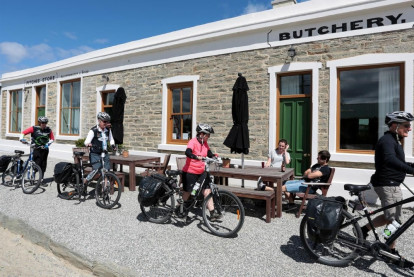 FHGC Luxury Accommodation, Dining and Store Business for Sale Ophir Otago
