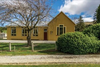 FHGC School Accommodation & Eatery Business for Sale Hyde Otago